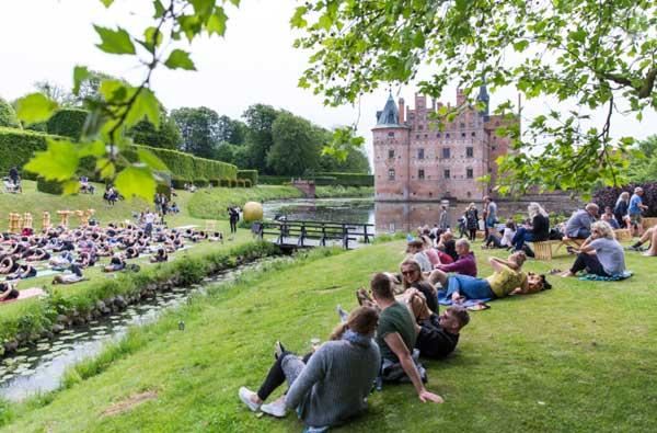 Ein Wasserschloss als Kulisse: Ostseeinsel Fyn lädt zum Heartland-Festival